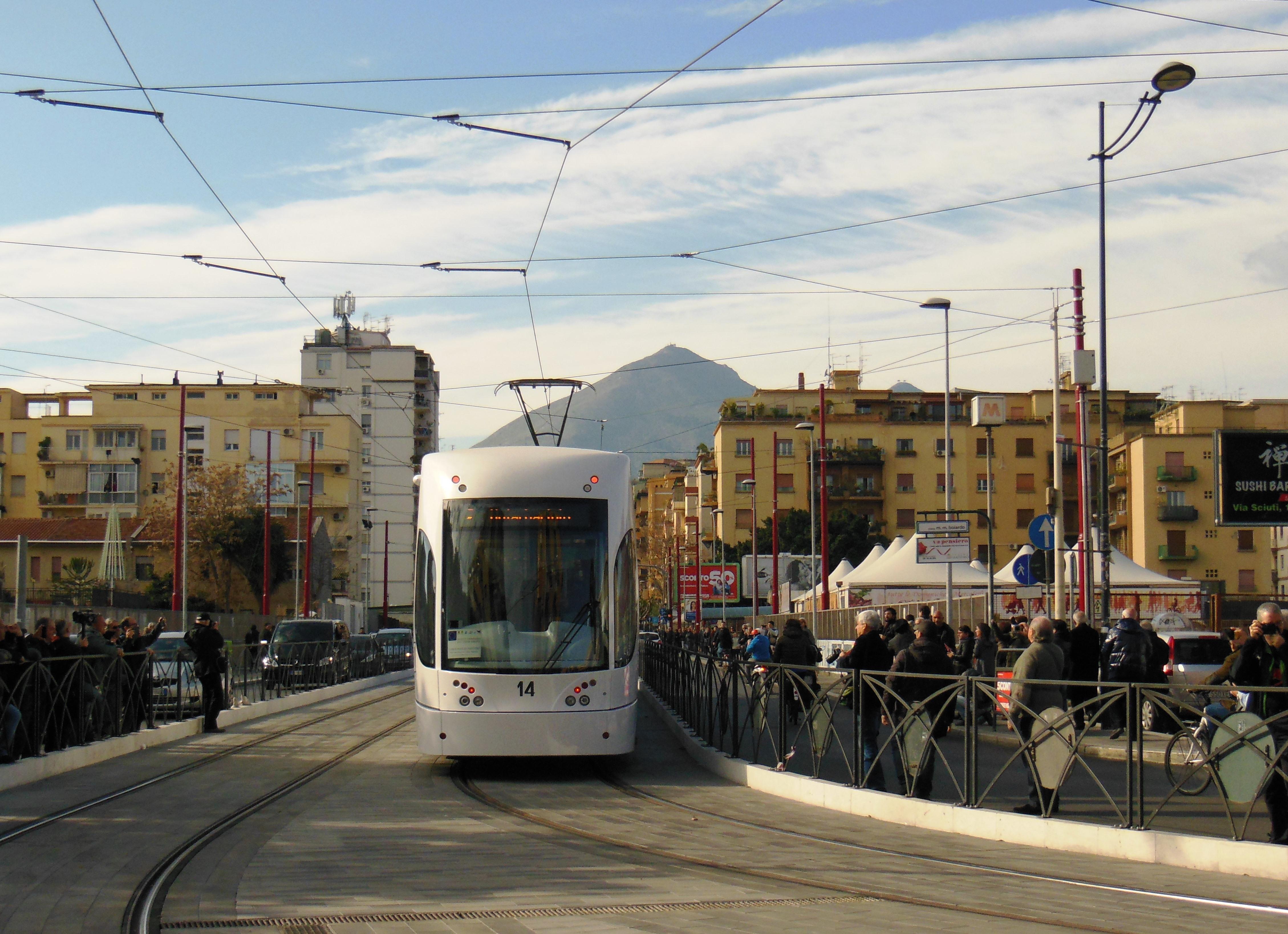 Una nuova mobilit a palermo prende il via il tram for Mobilita palermo