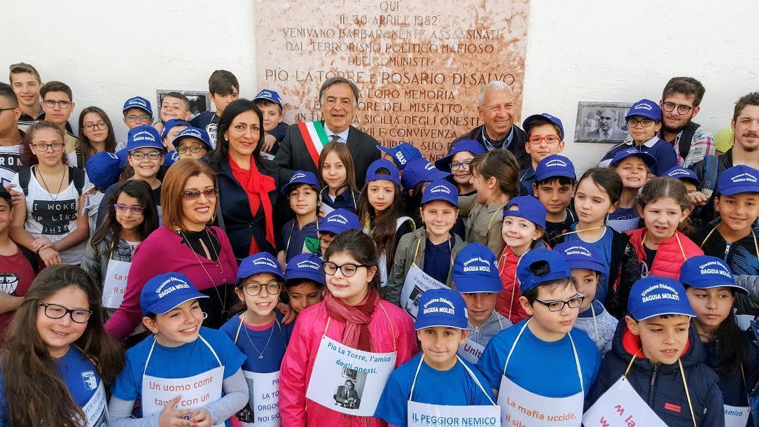 Sicilia: Mattarella si ferma a parlare con un gruppo di disabili