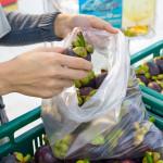 I sacchetti per frutta e verdura a pagamento
